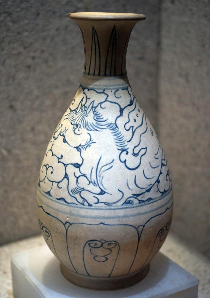 Hình ngựa có cánh trên bình gốm hoa lam thời Lê sơ
