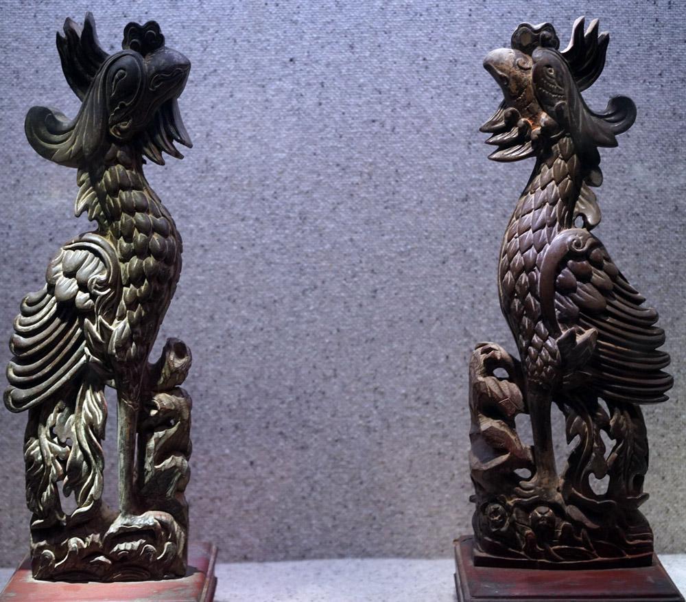 Cặp phượng chầu bằng gỗ thời Lê Trung Hưng