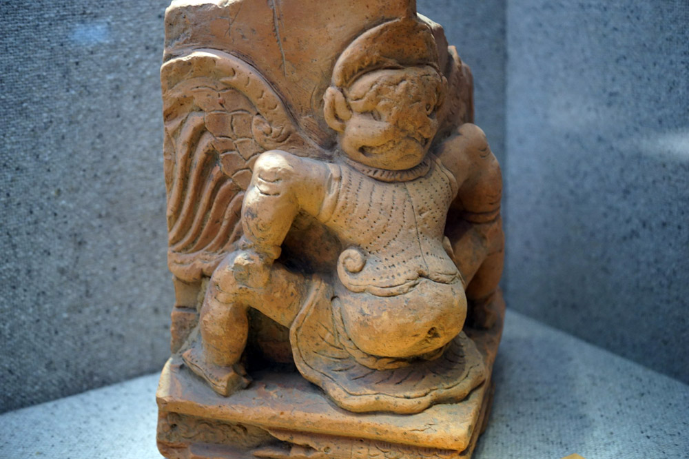 Hình chim thần Garuda đất nung thời Lý