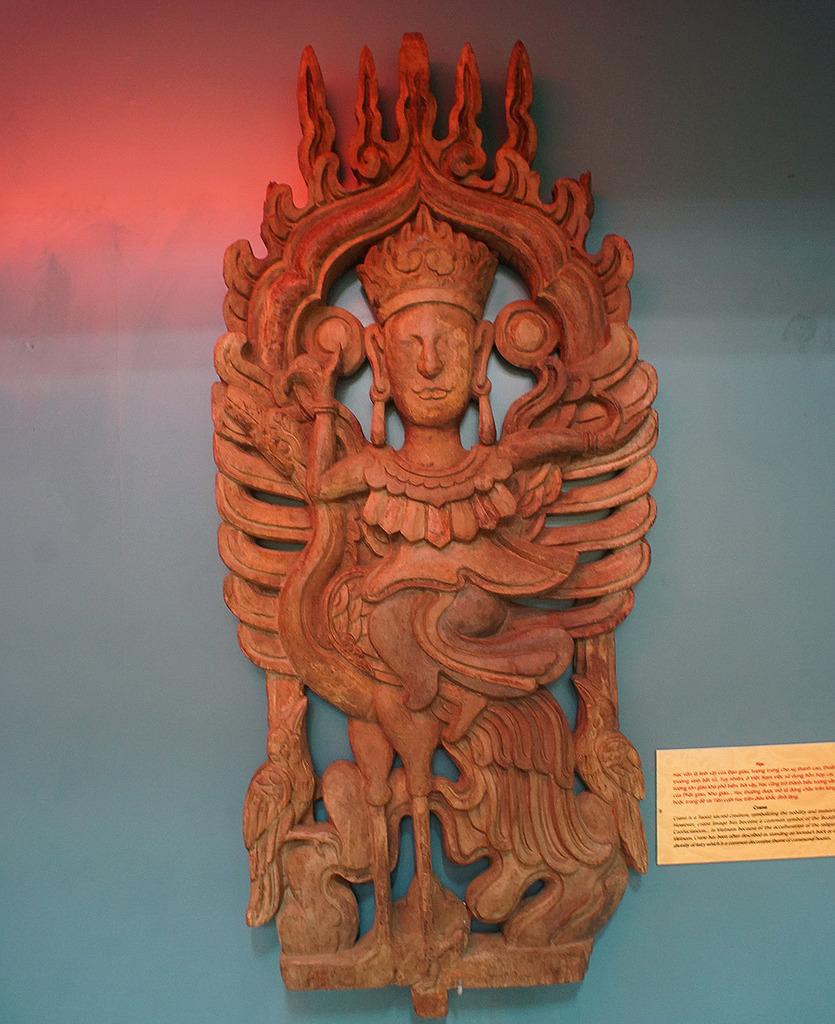 Phù điêu tiên cưỡi hạc bằng gỗ thời Lê Trung Hưng