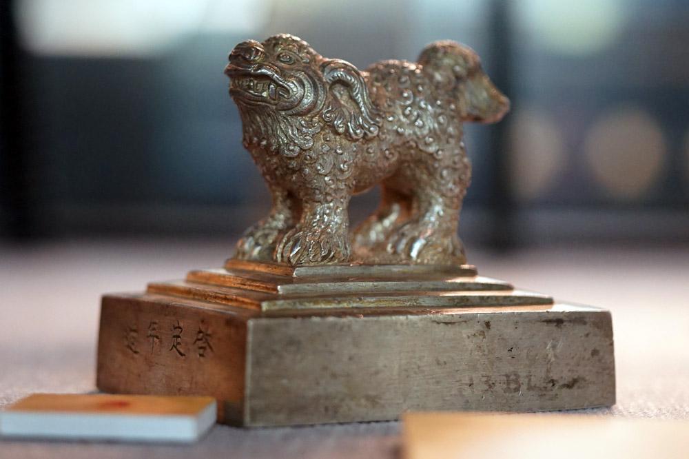 Sư tử trên ấn bạc thời Nguyễn