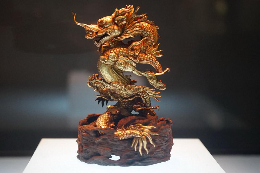 Tượng rồng bằng vàng thời Nguyễn