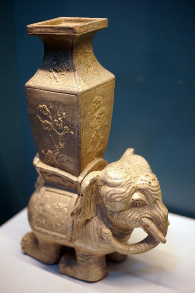 Tượng voi đội bình thời Lê